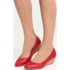 Czerwone Koturny Rule the World. Czerwone buty ślubne damskie marki Born2be, na niskim obcasie, na koturnie. Za 79,99 zł.