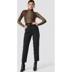Spodnie damskie: NA-KD Classic Spodnie Asymmetric Belted Suit - Black
