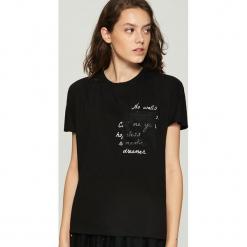 T-shirt z hasłem - Czarny. Czarne t-shirty damskie marki Sinsay, m. Za 29,99 zł.