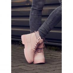 Różowe Traperki Madness Trapper. Czerwone buty zimowe damskie Born2be, z nubiku, na płaskiej podeszwie. Za 79,99 zł.