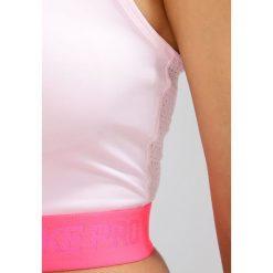 Nike Performance PRO HYPERCOOL Koszulka sportowa prism pink/racer pink. Czerwone topy sportowe damskie Nike Performance, l, z elastanu. W wyprzedaży za 143,20 zł.