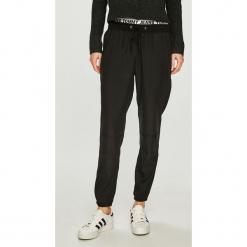 Tommy Jeans - Spodnie. Szare proste jeansy damskie marki Tommy Jeans. Za 499,90 zł.