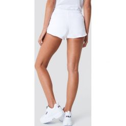Calvin Klein Szorty Beach Runner - White. Białe szorty damskie z printem marki Calvin Klein. Za 202,95 zł.