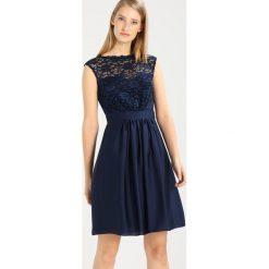 Swing Sukienka koktajlowa marine. Niebieskie sukienki koktajlowe marki Swing, z materiału. W wyprzedaży za 471,20 zł.