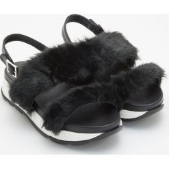 Sandały z futerkiem - Czarny. Czarne sandały damskie Reserved. Za 119,99 zł.