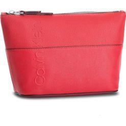 Kosmetyczka CALVIN KLEIN - Dual Carry All K60K604486 626. Czerwone kosmetyczki męskie marki Calvin Klein, ze skóry ekologicznej. Za 179,00 zł.