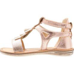 STUPS Sandały copper. Czerwone sandały chłopięce STUPS, z materiału, z otwartym noskiem. W wyprzedaży za 125,30 zł.