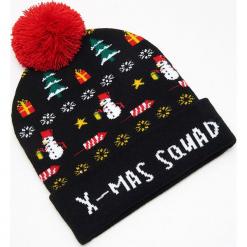 Czapka świąteczna ze światełkami LED - Czarny. Czarne czapki męskie marki Cropp, wizytowe. Za 39,99 zł.