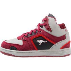 KangaROOS KBASKLED II Tenisówki i Trampki wysokie velvet red/vapor grey. Czerwone trampki chłopięce KangaROOS, z materiału. W wyprzedaży za 161,85 zł.