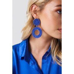 Kolczyki damskie: NA-KD Boho Wiszące kolczyki ze zdobionymi kółkami – Blue
