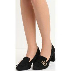 Czarne Czółenka Laver. Czarne buty ślubne damskie Born2be, z materiału, z okrągłym noskiem, na obcasie. Za 59,99 zł.