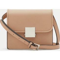 Torebki klasyczne damskie: Mała torebka na ramię z metalowym zapięciem