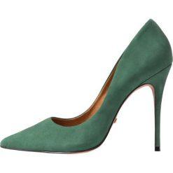 L'INTERVALLE TEEVA Szpilki green. Zielone szpilki L'INTERVALLE, z materiału. Za 419,00 zł.