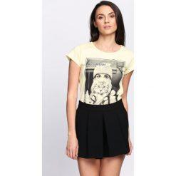 Bluzki, topy, tuniki: Żółty T-shirt Who Smells Love