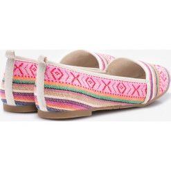 Tamaris - Baleriny. Różowe baleriny damskie marki Tamaris, z gumy. W wyprzedaży za 99,90 zł.