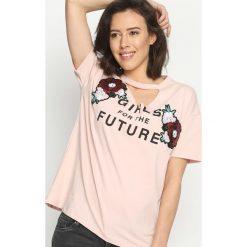 T-shirty damskie: Różowy T-shirt Glamorous