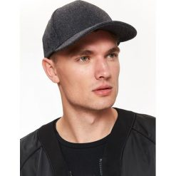 CZAPKA MĘSKA Z DASZKIEM Z FLAUSZU. Brązowe czapki z daszkiem męskie Top Secret. Za 79,99 zł.