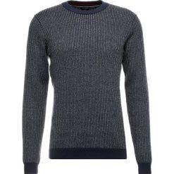 Ted Baker VERTICAL STRIPED CREW NECK Sweter navy. Niebieskie swetry klasyczne męskie Ted Baker, m, z materiału. Za 549,00 zł.