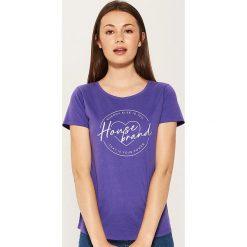 T-shirt Fioletowy. Fioletowe t-shirty damskie marki House, l. W wyprzedaży za 15,99 zł.