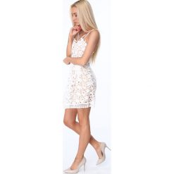 Sukienka z paskami na dekolcie kremowa ZZ320. Czerwone sukienki marki Fasardi, l. Za 99,00 zł.
