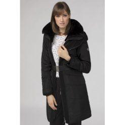 Płaszcze damskie: Płaszcz z eko futerkiem