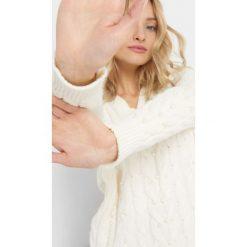 Luźny sweter z perłami. Brązowe swetry klasyczne damskie marki Orsay, s, z dzianiny. Za 119,99 zł.