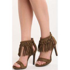 Ciemnobeżowe Sandały Sprinkling. Szare sandały damskie z frędzlami marki Born2be, na wysokim obcasie. Za 39,99 zł.