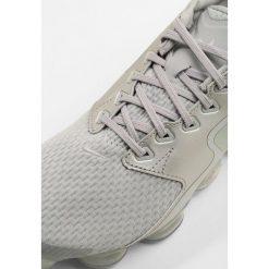 Nike Performance WMNS AIR VAPORMAX CS Obuwie do biegania treningowe wolf grey/metallic silver/chrome. Szare buty do biegania damskie Nike Performance, z materiału. Za 799,00 zł.