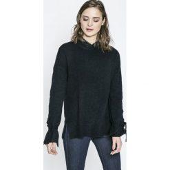 Vero Moda - Sweter. Czarne swetry klasyczne damskie Vero Moda, l, z dzianiny, z okrągłym kołnierzem. W wyprzedaży za 69,90 zł.