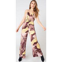 Finders Kombinezon Bloom - Multicolor. Szare kombinezony damskie marki Finders, z dekoltem na plecach. W wyprzedaży za 230,99 zł.