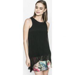 Desigual - Sukienka Miriam. Szare sukienki mini marki Desigual, na co dzień, z elastanu, casualowe, z okrągłym kołnierzem, proste. W wyprzedaży za 239,90 zł.