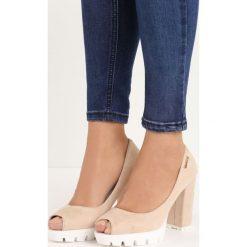 Beżowe Czółenka Fisto. Brązowe buty ślubne damskie marki Born2be, z otwartym noskiem, na wysokim obcasie, na platformie. Za 69,99 zł.