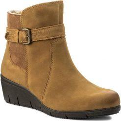 Botki CAPRICE - 9-26412-29 Cog Nubuc Comb 334. Brązowe buty zimowe damskie Caprice, z nubiku, na obcasie. W wyprzedaży za 229,00 zł.