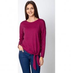 Śliwkowa bluzka z wiązaniem u dołu QUIOSQUE. Brązowe bluzki z odkrytymi ramionami marki QUIOSQUE, z bawełny, z standardowym stanem, midi, dopasowane. Za 119,99 zł.
