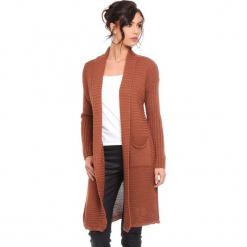 """Kardigan """"Liliane"""" w kolorze karmelowym. Brązowe kardigany damskie marki Cosy Winter, s, prążkowane. W wyprzedaży za 159,95 zł."""