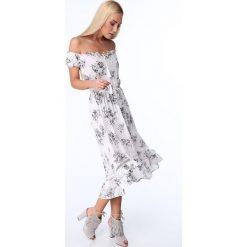 Sukienka w kwiaty z odkrytymi ramionami kremowa ZZ274. Niebieskie sukienki z falbanami marki Reserved, z odkrytymi ramionami. Za 89,00 zł.