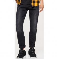 Jeansy COMFORT - Czarny. Czarne jeansy męskie Cropp. Za 119,99 zł.