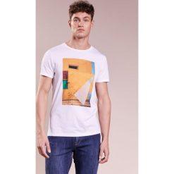 BOSS Orange TURBULENT Tshirt z nadrukiem white. Białe t-shirty męskie z nadrukiem BOSS Orange, m, z bawełny. Za 249,00 zł.