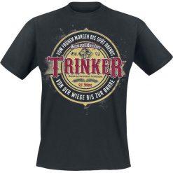 KrawallBrüder Trinker T-Shirt czarny. Czarne t-shirty męskie z nadrukiem KrawallBrüder, m, z dekoltem na plecach. Za 74,90 zł.