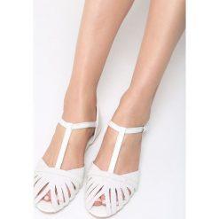 Białe Sandały Delighting Glow. Białe sandały damskie vices, na płaskiej podeszwie. Za 59,99 zł.
