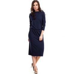 Granatowa Casualowa Midi Sukienka z Lejącym Dekoltem. Czarne sukienki balowe marki bonprix, w paski, z dekoltem woda. Za 115,90 zł.