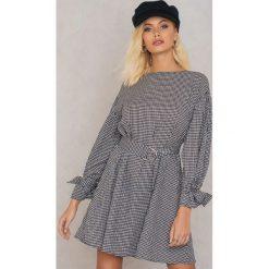 Sukienki hiszpanki: Andrea Hedenstedt x NA-KD Sukienka z paskiem – Black,Multicolor