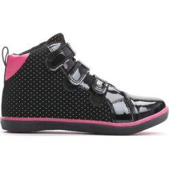 Czarne Buty Sportowe In Front To Me. Czarne buty sportowe dziewczęce Born2be, z materiału, z okrągłym noskiem. Za 49,99 zł.