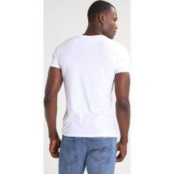 Patrizia Pepe Tshirt basic white. Białe t-shirty męskie Patrizia Pepe, l, z bawełny. Za 349,00 zł.