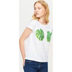Koszulka z motywem liścia - Biały. Białe t-shirty damskie marki Cropp, l. Za 29,99 zł.