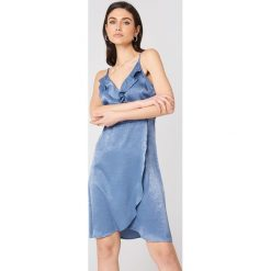 Rut&Circle Sukienka z falbanką Hanna - Blue. Niebieskie sukienki z falbanami Rut&Circle, z kopertowym dekoltem, kopertowe. Za 161,95 zł.