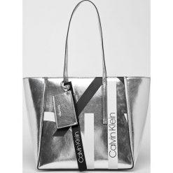 Calvin Klein - Torebka. Szare shopper bag damskie Calvin Klein, z materiału, do ręki, duże. Za 579,90 zł.