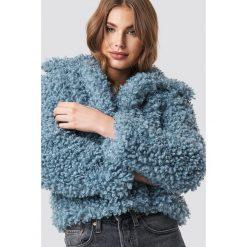 NA-KD Kurtka Curly Faux Fur - Blue. Niebieskie kurtki damskie NA-KD, z haftami, z materiału. Za 323,95 zł.