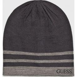 Guess Jeans - Czapka. Czarne czapki zimowe męskie Guess Jeans, na zimę, z aplikacjami, z dzianiny. Za 139,90 zł.