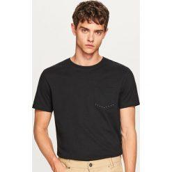 T-shirt męski - Czarny. Czarne t-shirty męskie marki Reserved, l. W wyprzedaży za 29,99 zł.